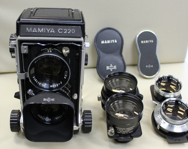 レンズ交換ができる 二眼レフ     マミヤC220