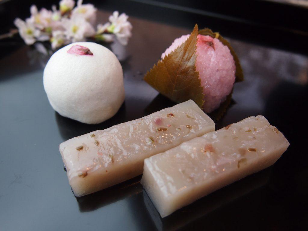【季節限定】桜菓子ご用意致しております。