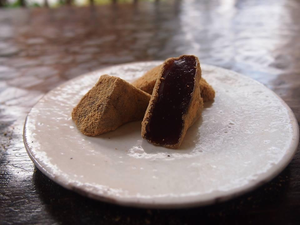 【冬季菓子】黒糖わらび餅ご用意致しました
