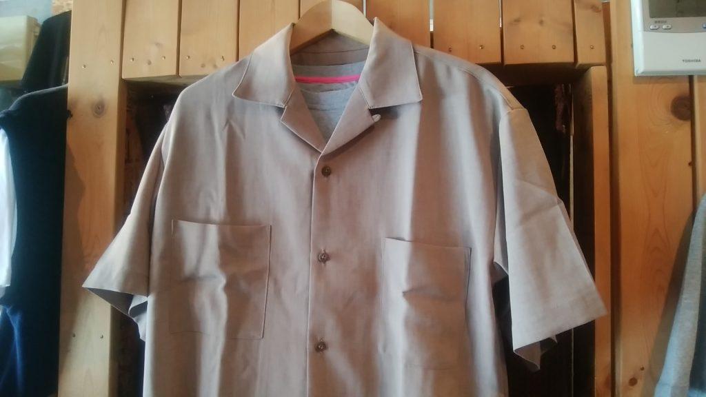 今年は、オープンカラーシャツがオススメです!