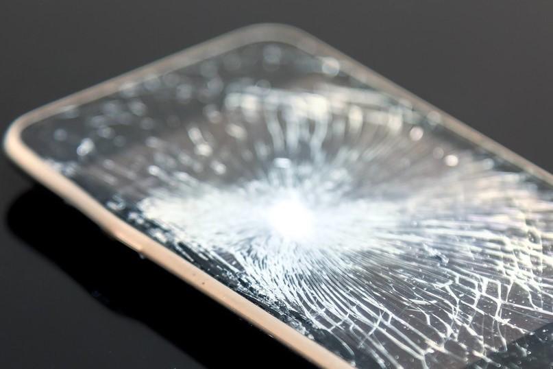 iPhone や スマホで 液晶の不具合でデーターが取り出せない皆様へ