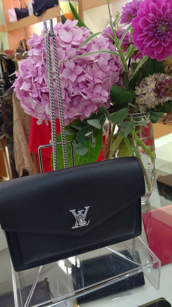 LV チェーンバッグ